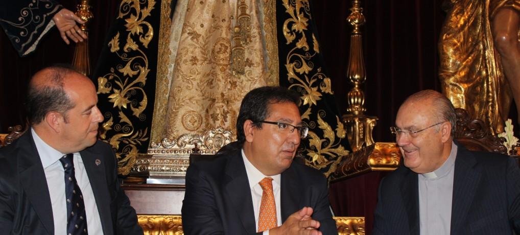 La Fundación Cajasol colabora en la restauración del manto de la Virgen de los Dolores de La Oración en el Huerto