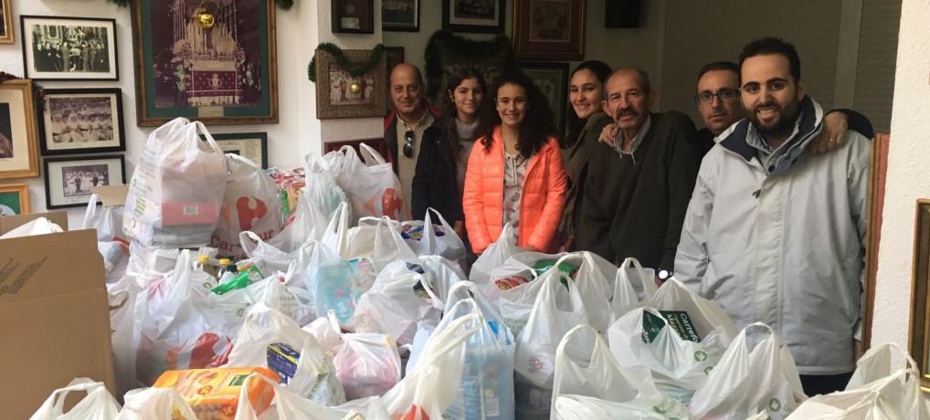"""La campaña 'Carro Solidario"""" consigue 2000 kg de alimentos."""